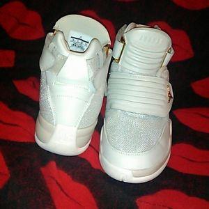 💥 Jordan Generation 23 Light Bone size 10 💥